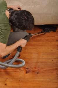 ID-100162371 vacuuming