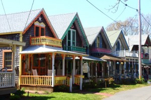 mv-colorful houses Martha's Vineyard